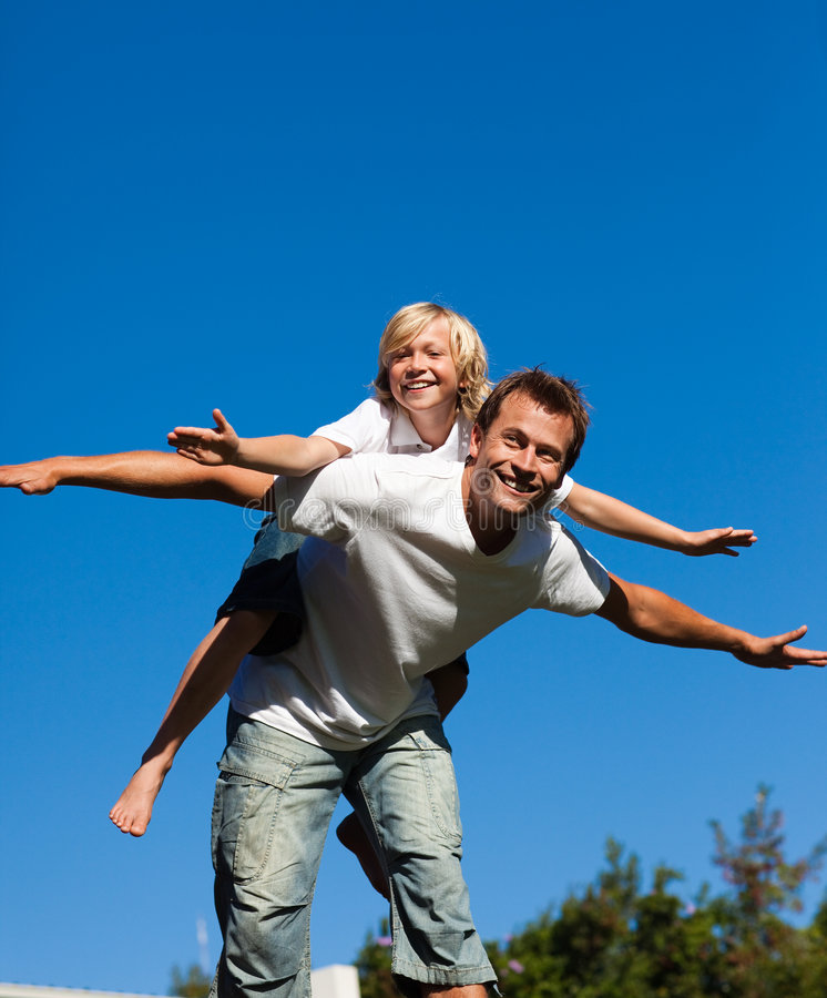 Free Child On His Father S Back Royalty Free Stock Photography - 9333267
