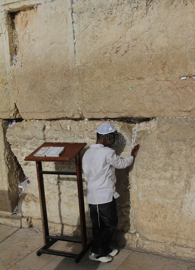 Download Child's Prayer At The Wailing Wall Editorial Photography - Image: 23982192