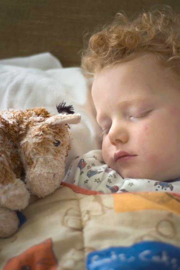 child sick sleeping arkivbilder