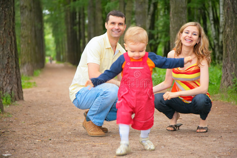 Child studies to go with parents in park royalty free stock photos