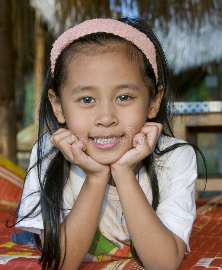 childl微笑的泰国年轻人 免版税图库摄影