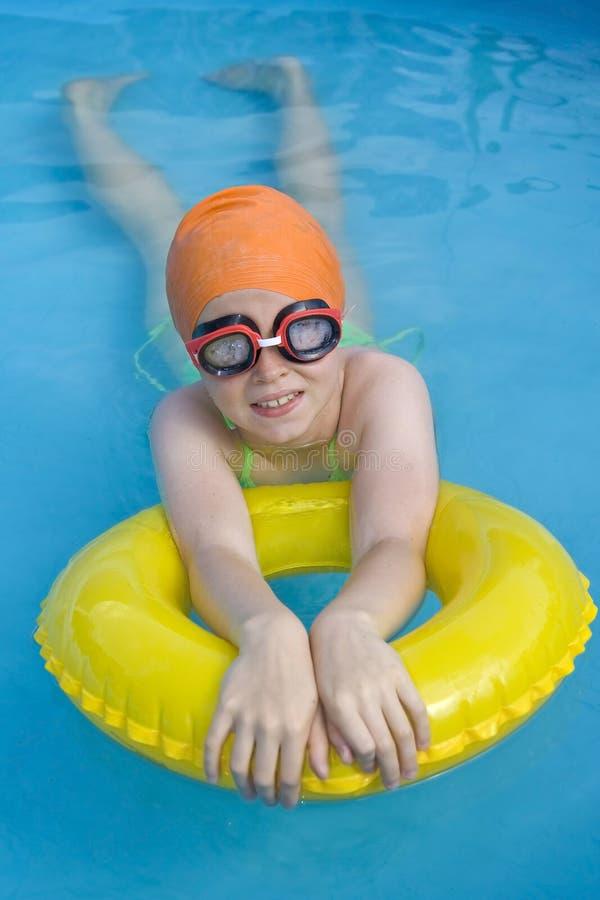 Childre in paddelende pool royalty-vrije stock fotografie