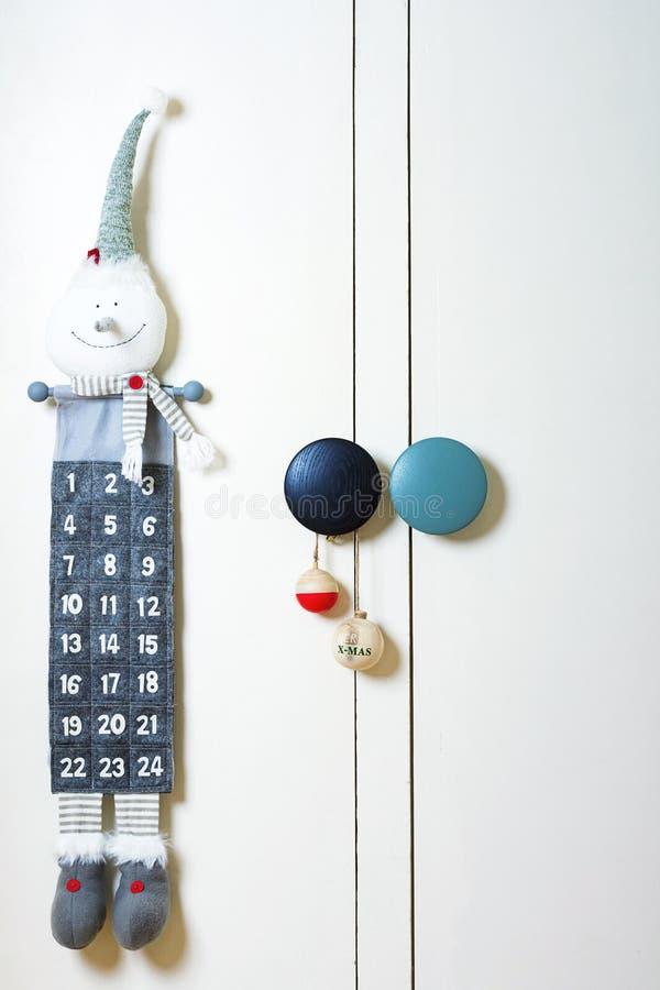 Children& x27 γωνία του s με το ημερολόγιο εμφάνισης και τη διακόσμηση Χριστουγέννων στοκ φωτογραφίες με δικαίωμα ελεύθερης χρήσης