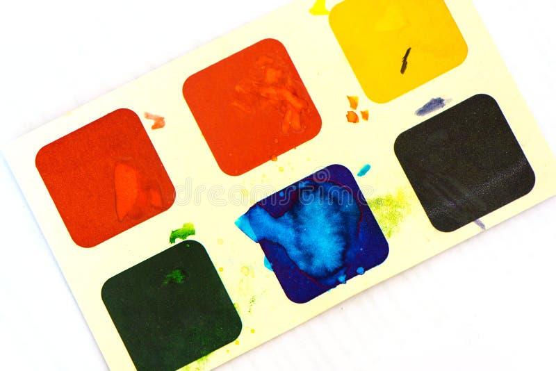 Children& x27; акварель s красит на предпосылке белой бумаги стоковые изображения