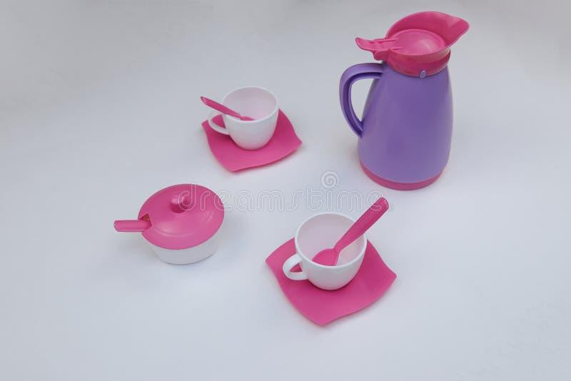 children& x27;s茶的玩具盘在白色背景 免版税库存照片