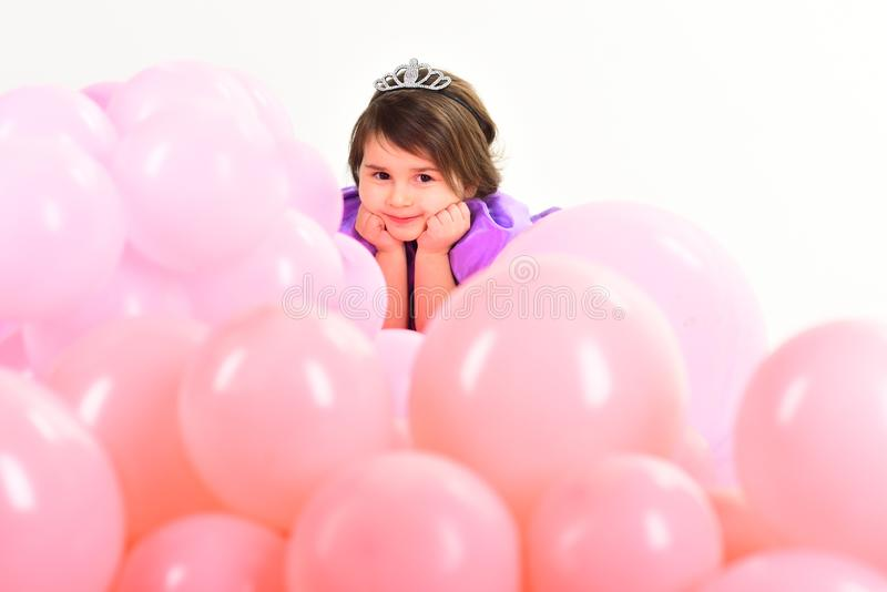 Children dzień Mały ładny dziecko dzieciak moda Mały chybienie w pięknej sukni dzieciństwo i szczęście Mała dziewczynka wewnątrz zdjęcia stock