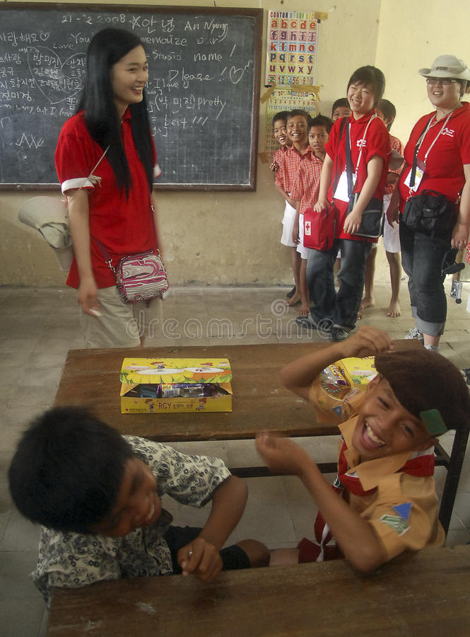 CHILDREN OF INDONESIA POPULATION. Child humanitarian class in Solo, Java, Indonesia. Of the 237 million inhabitants, almost one-third are under the age of 18 stock images