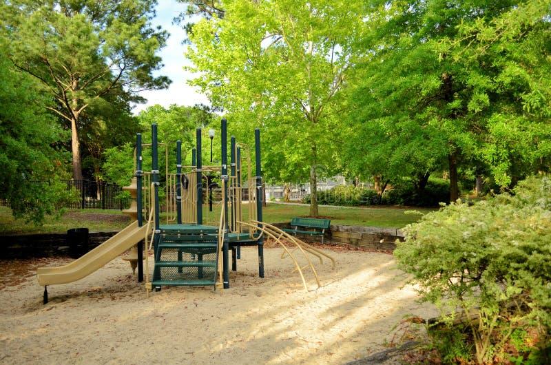 Children Opróżniają boisko W parku zdjęcia stock