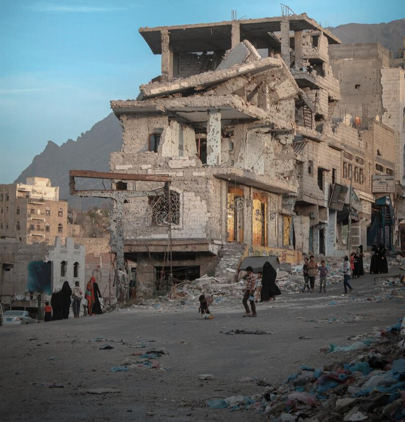 Free Children Walk On The Rubble Of Destroyed Homes In Yemen Royalty Free Stock Images - 195298599