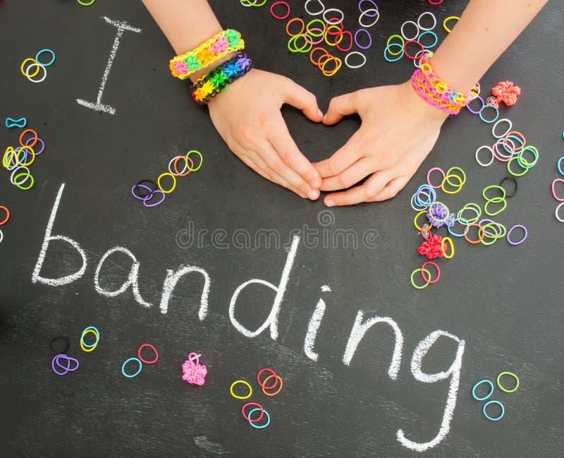 Childs ręki tworzy serce z krosienko zespołu bracel zdjęcie royalty free