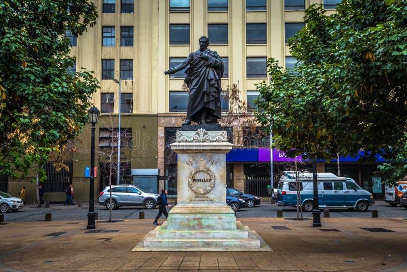 Chile - 8 de julio de 2017: Estatua conmemorativa de Diego Portales en Santiago de Chile fotografía de archivo libre de regalías