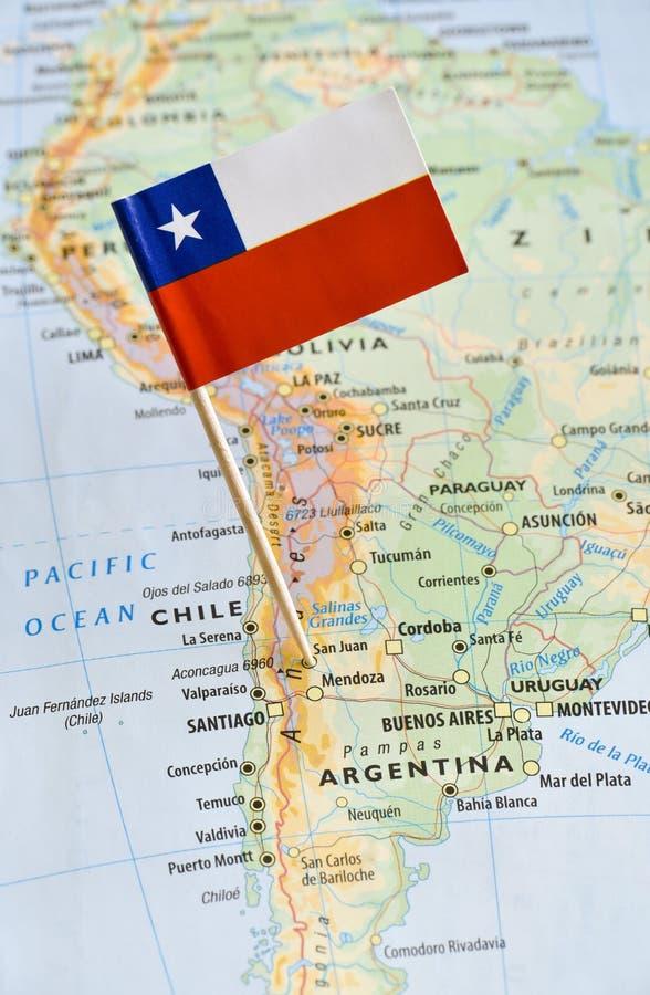 Chile flaggastift på översikt royaltyfria bilder