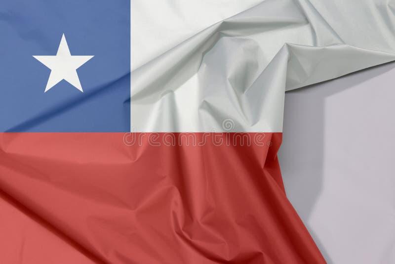 Chile tkaniny flaga zagniecenie z biel przestrzenią i krepa fotografia royalty free
