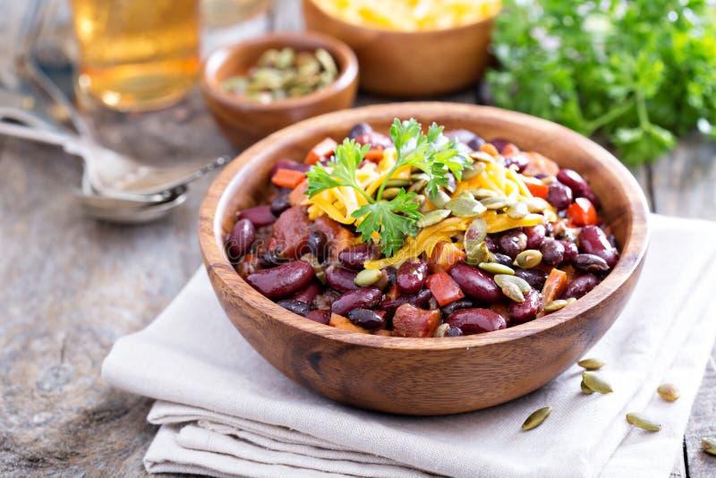 Chile vegetariano con rojo y alubias negras imagenes de archivo