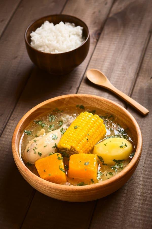 Chilean tradicional Cazuela de Pollo Soup imagen de archivo