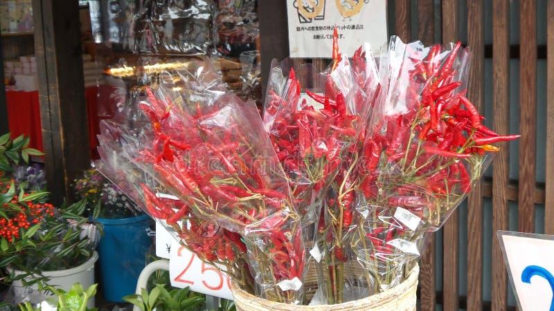 Chiles rojos frescos y calientes foto de archivo libre de regalías