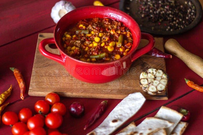 Chili bedriegt carne en ingrediënten voor hem Mexicaanse keuken stock foto
