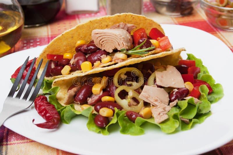 chili bobowa sałatka łuska taco tuńczyka obrazy stock