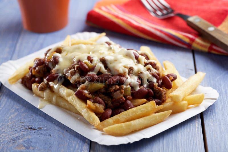 Chili con carne und Pommes-Frites stockbilder