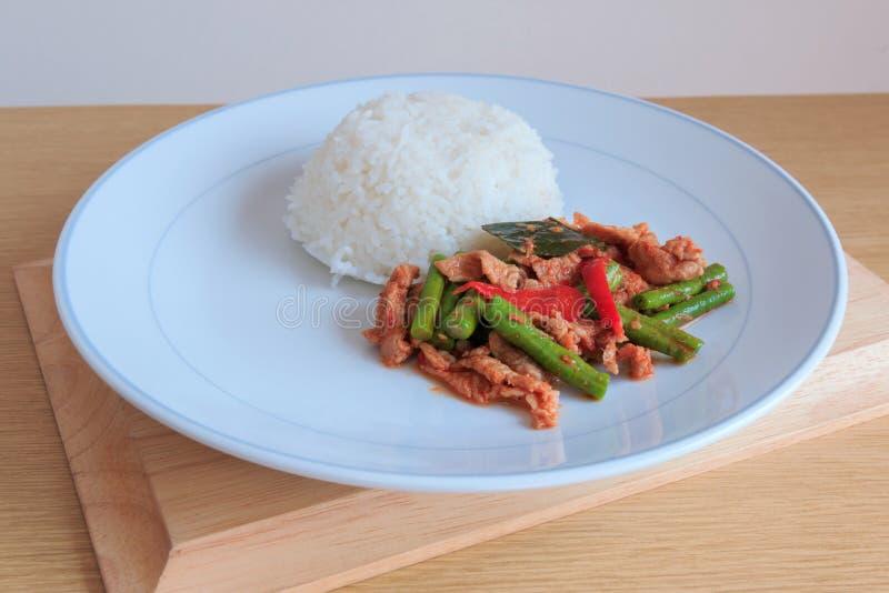 Chili Paste épicé thaïlandais fait sauter à feu vif avec du porc et le riz photo stock