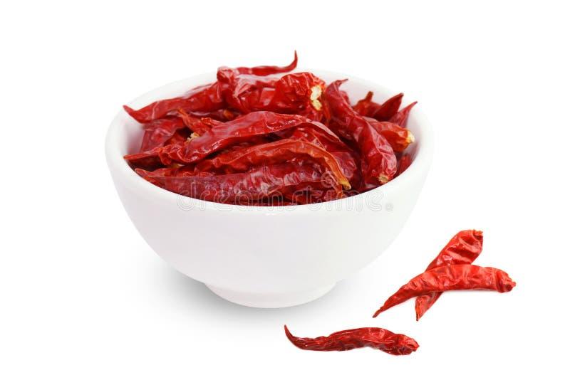 Chili röd kryddig varm anstrykning för chili, torkade röda chili i en bästa sikt för vit kopp på vit bakgrund royaltyfri bild