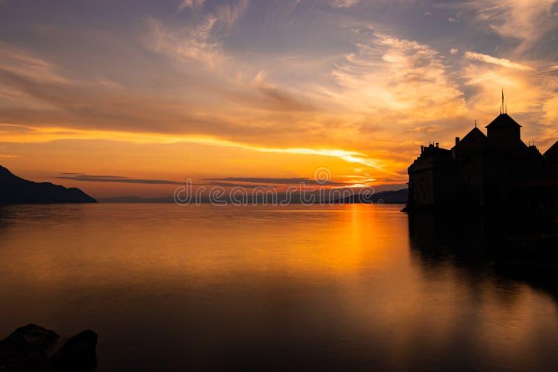 Chillonkasteel bij zonsondergang stock foto's