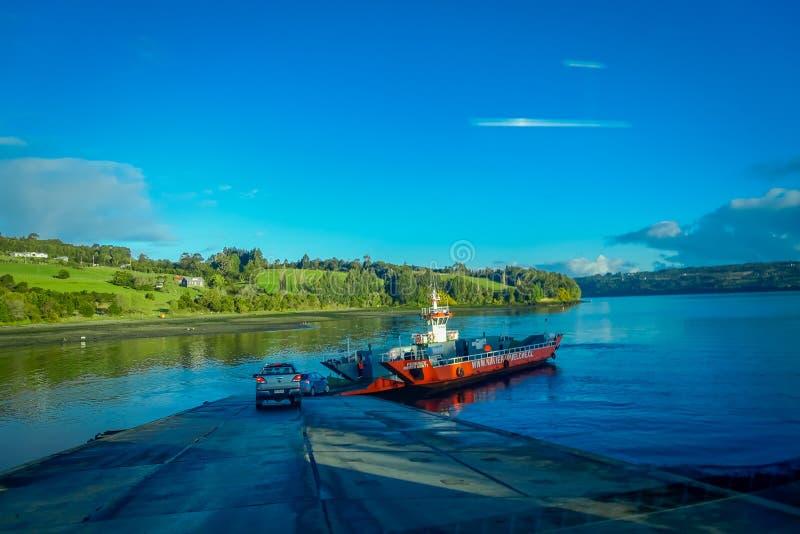 CHILOE, ΧΙΛΉ, 27 ΣΕΠΤΕΜΒΡΊΟΥ, 2018: Υπαίθρια άποψη του πορθμείου που περιμένει την τροφή αυτοκινήτων που βρίσκεται στο νησί Lemuy στοκ εικόνες με δικαίωμα ελεύθερης χρήσης