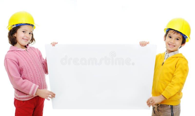 Chilredn dos con la bandera imagen de archivo libre de regalías