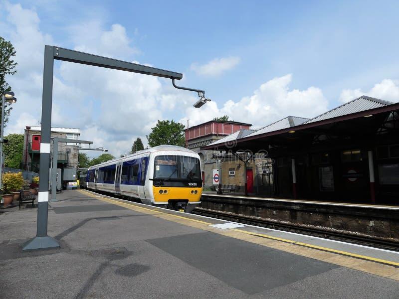 Chiltern linje drev f?r turboladdare f?r grupp 165 diesel- p? den Rickmansworth stationen arkivfoton