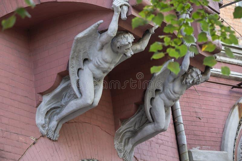 Chimères de gargouille sur le château de Baron Steingel kiev photo libre de droits