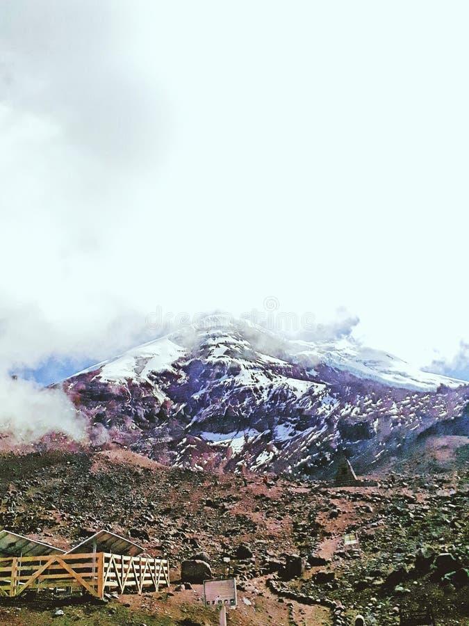Download Chimborazo fotografering för bildbyråer. Bild av vulkan - 106827363