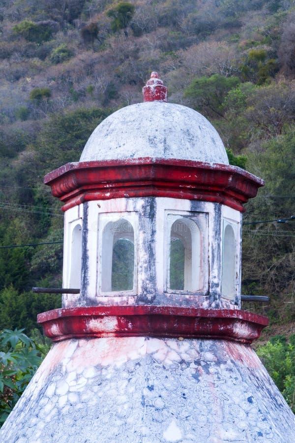 Chimenea en detalle al aire libre del tejado de Antigua Guatemala Sistema de salida del humo de hogares en Antigua Guatemala, Ame imágenes de archivo libres de regalías
