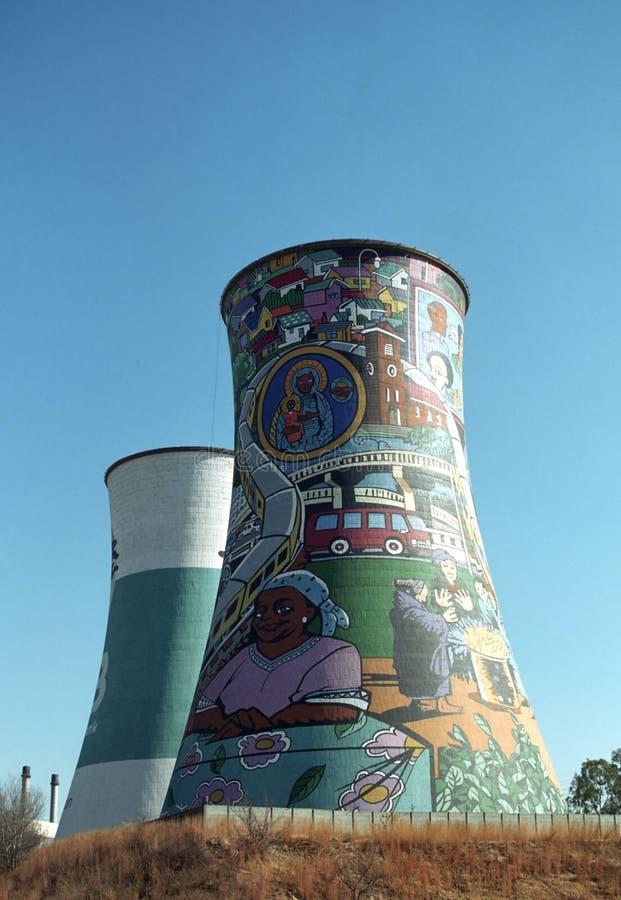 Chimeneas, Soweto, república surafricana imagenes de archivo