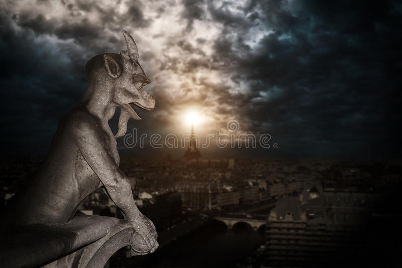 Chimera (gargulec) katedra notre dame de paris obrazy royalty free