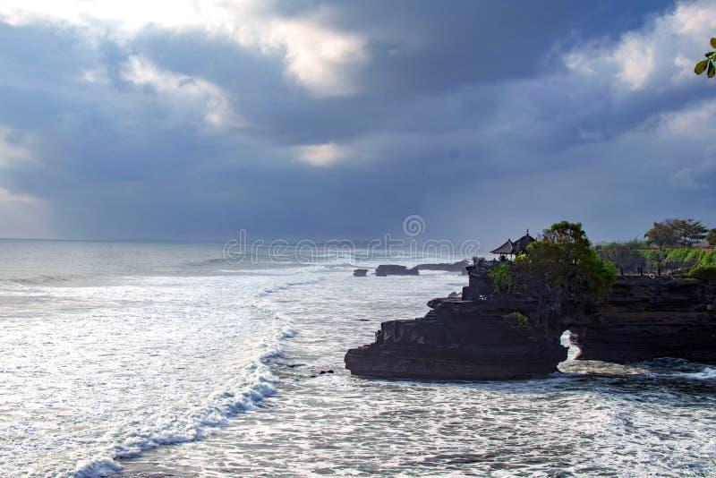 Chimeric świątynia na wodzie bali świątyni woda Indonezja natury krajobraz sławny na bali punkt zwrotny fala spadać zdjęcie royalty free