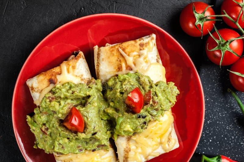 Download Chimichanga Mexicano Com Mergulho Do Guacamole Imagem de Stock - Imagem de ingrediente, bacia: 65575343