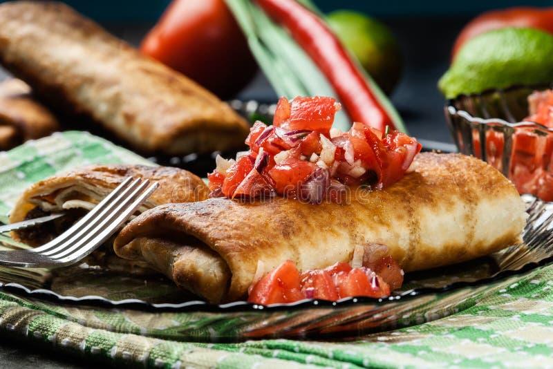 Download Chimichanga Mexicano Com Mergulho Do Salasa Imagem de Stock - Imagem de alimento, placa: 65576041