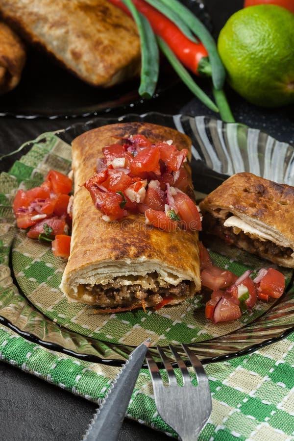 Download Chimichanga Mexicano Com Mergulho Do Salasa Imagem de Stock - Imagem de tortilla, rápido: 65576127