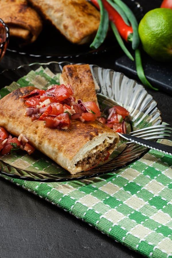 Download Chimichanga Mexicano Com Mergulho Do Salasa Imagem de Stock - Imagem de refeição, carne: 65576131