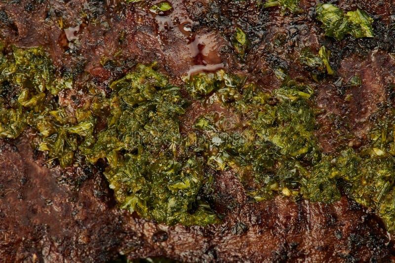 Chimichurri örter på biffkött arkivfoton