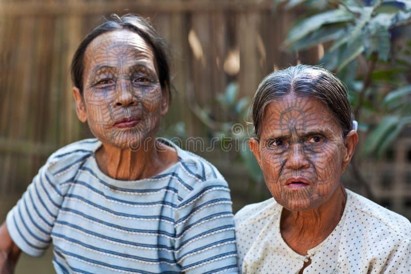 Chin Tribe tattooed mulheres, Myanmar fotos de stock royalty free