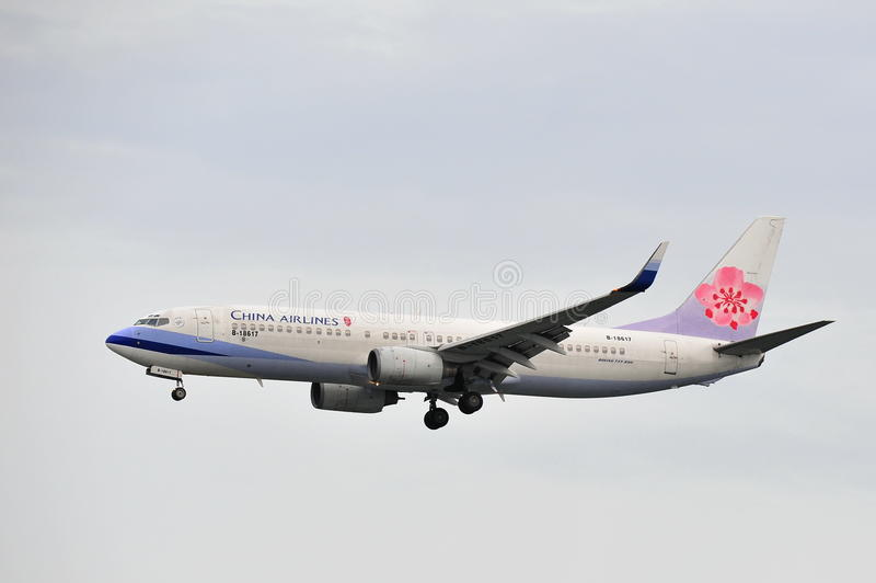 China Airlines Boeing 737-800 landing at Changi Airport stock images