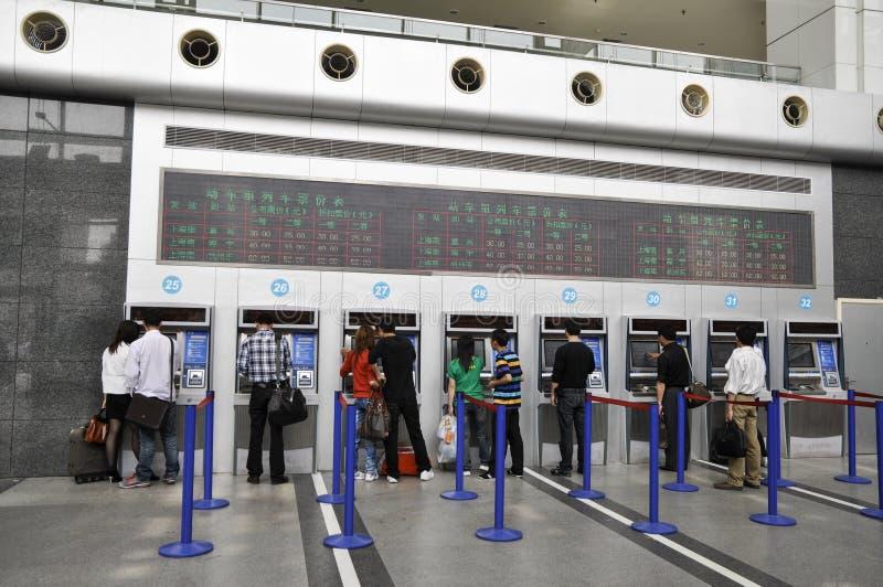 China de Shangai: la taquilla de la estación de tren fotografía de archivo
