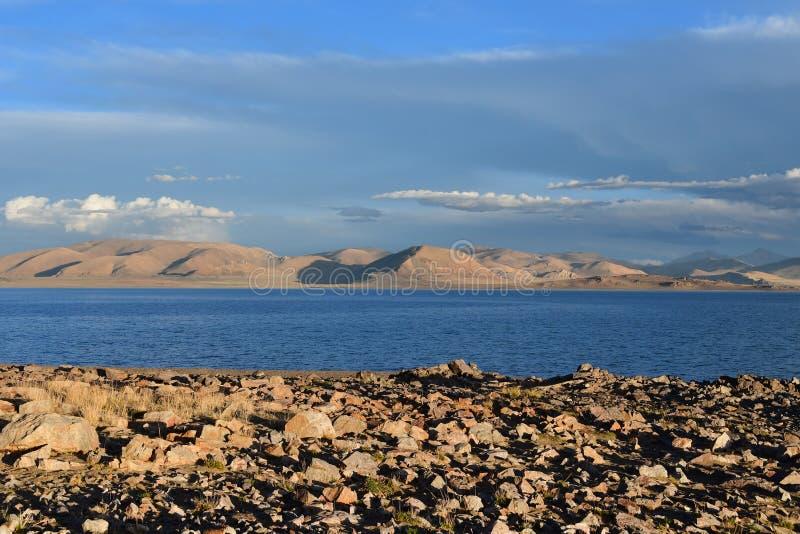 China Grandes lagos de Tibet Lago Teri Tashi Namtso no sol de ajuste no verão foto de stock