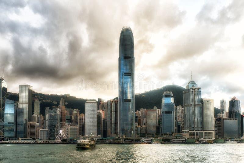 China, Hong Kong, Stern-Fähre und Stadt-Skyline lizenzfreies stockbild