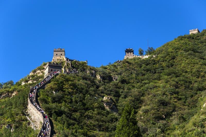 China, Juyongguan Abschnitt der Chinesischen Mauer in den Bergen stockbild