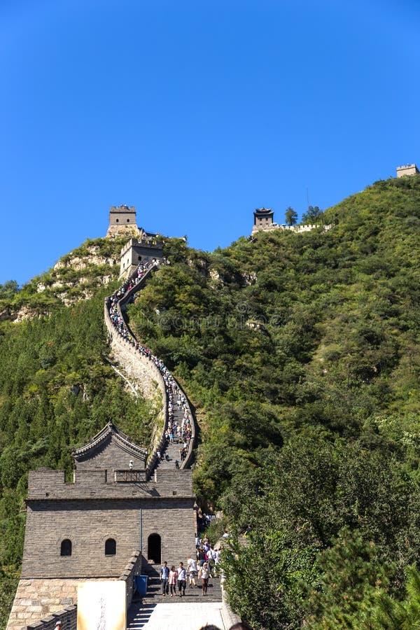 China, Juyongguan La Gran Muralla sube las montañas imagenes de archivo