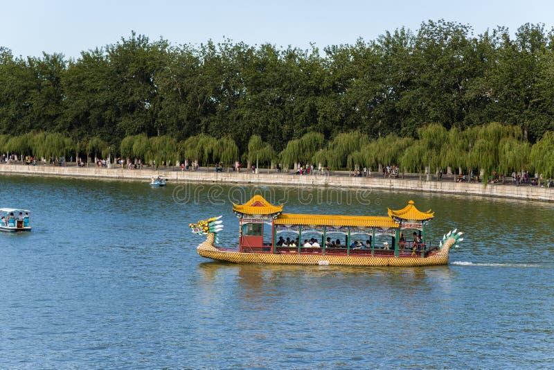 China, Pequim Palácio de verão Lago Kunming, barco do dragão fotografia de stock royalty free