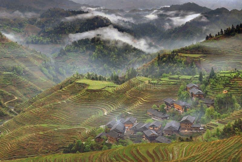 China rural, pueblo campesino en el campo, región de la montaña, ri foto de archivo libre de regalías