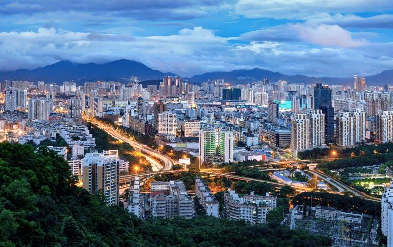 China's Shenzhen-stad in de nacht stock foto